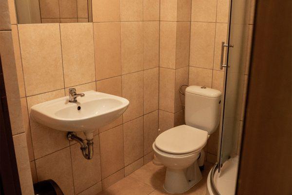 pokoje z łazienką środa śląska